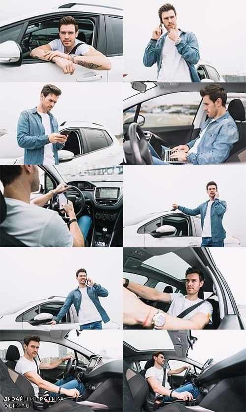 Молодой мужчина в автомобиле - Растровый клипарт / Young man in car - Raster clipart